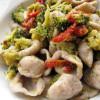 Orecchiette saracene con broccoli e pomodorini